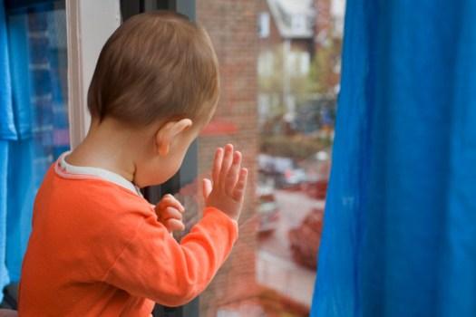В Волгограде ребенок упал с балкона 4 этажа