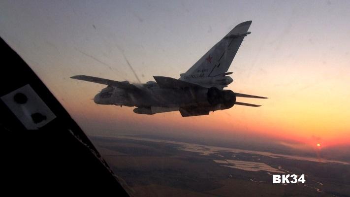Летчики ЮВО на бомбардировщиках Су-24М уничтожили надводные цели В Астраханской области
